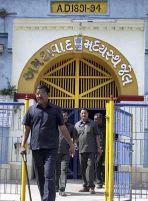 jail_tunnel_295